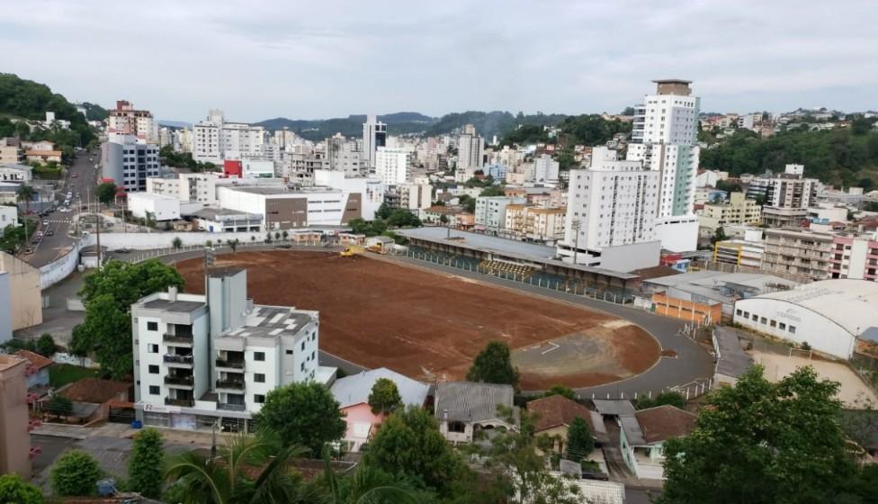 Domingos Machado de Lima terá grama igual a Estádios da Copa do Mundo - Rádio Rural